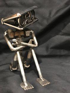 Escultura Scrap Metal Art, Welding Art, Welding Crafts, Welding Tips, Metal Art Projects, Metal Crafts, Metal Artwork, Metal Tree Wall Art, Metal Figurines