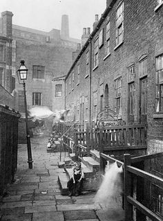 Sykes Yard was situated off York Steeet in the Quarry Hill area of Leeds. This image dates from around Uk History, London History, Leeds City, England, South Yorkshire, Interesting Buildings, Uk Photos, Old Street, Slums