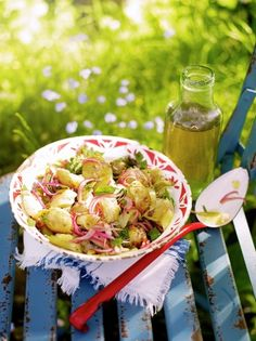 Jamie Oliver: Jersey royal potatoes are in season this month so make the most of them! This potato salad is a real . Veggie Recipes Healthy, Tasty Vegetarian Recipes, Fish Recipes, Vegetable Recipes, Salad Recipes, Whole30 Recipes, Quick Recipes, Potato Recipes, Healthy Cooking