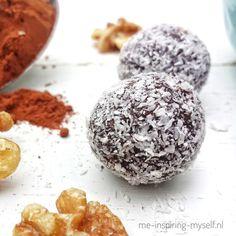 Deze heerlijke #chocoladeballen zijn makkelijk en snel te maken. Een gezond tussendoortje  #meinspiringmyself #healtyfood #gezond #kokos #walnoten