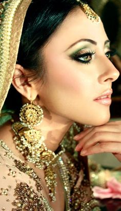 Annie Khan (Pakistani actress). OMG. How gorgeous is this woman?! And her makeup? TDF. *_*