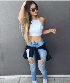 Youth and Casual Outfits for Teens Youth and Casual Outfits for Teens Mode Outfits, Outfits For Teens, Summer Outfits, Girl Outfits, Casual Outfits, Zerfetzte Jeans, Outfit Jeans, Blue Jeans, Ripped Jeans