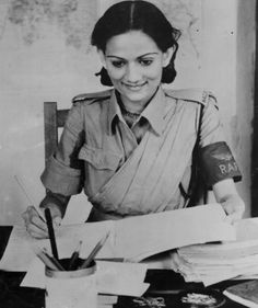 India in Second World War. Private Begum Pasha Shah of the WAC on duty in the Orderly Room of an RAF station in India, August 1943 Jaisalmer, Udaipur, India In World, Modern Sari, Kargil War, Indian Navy, Vintage India, Female Soldier, Women In History