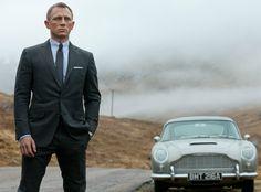 """Smart, sexy e incredibilmente alla moda - questo sta mostrando l'ultimo film di James Bond """"Skyfall"""", che ha festeggiato con il red carpet la prima del film lo scorso 26 Ottobre in Inghilterra. I look che ammiriamo in Skyfall possono essere adatti anche al più glamour dei ricevimenti di nozze: vi presentiamo gli outfit da 007 e da seducenti Bond girl."""