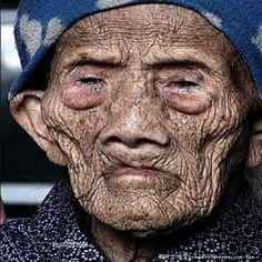Morre chinês mais velho do mundo: 256 anos de idade... ~ World Notícias