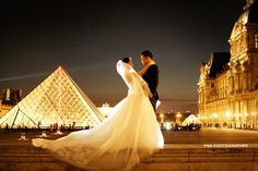 Wedding photoshoot by night in Louvre. Magic pictures by PS Paris Photographer! http://yourparisphotographer.com/
