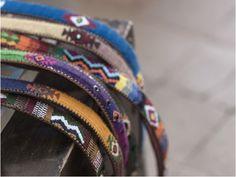 Cinturones de piel natural hechos artesanalmente y bordados a mano con hilo de  algodón en distintos colores. El valor y la calidad del trabajo de antes. Un complemento original que marca la diferencia en cualquier look. Son una pasada!! Puedes conseguirlo por 42 € en: www.giraluna.es/eshop/cinturones