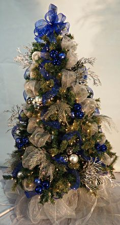 Christmas 2019 : Silver and blue Christmas decoration - Trends 2020 - Happy Christmas - Noel 2020 ideas-Happy New Year-Christmas Blue Christmas Tree Decorations, Christmas Themes, Christmas Tree Inspiration, Beautiful Christmas Trees, Christmas 2019, Christmas Holidays, Christmas Wreaths, Christmas Crafts For Adults, Christmas Fireplace