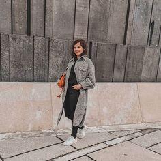 """Vienna Fashion Waltz auf Instagram: """"Am Wochenende ins Museum, das hab ich schon lange nicht mehr gemacht. War im Mumok und hab mir die Andy Warhol Ausstellung angesehen. Bei…"""" Andy Warhol, Fashion Bloggers, Normcore, Museum, Group, Board, Outfits, Instagram, Style"""