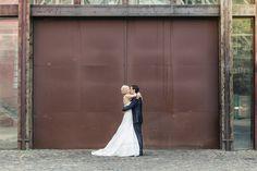 Brautpaar Industriehochzeit fotografiert von Anni Hochzeitsfotografie - Hochzeitsfotograf Köln