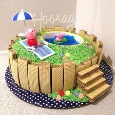 'I want a Peppa Pig swimming pool cake mummy'.challenge excepted & crushed . Bolo Da Peppa Pig, Peppa Pig Birthday Cake, Luau Birthday, Pool Party Cakes, Pool Cake, Pig Party, Peppa Pig Swimming Pool, Bolo Rapunzel, Cake Shapes