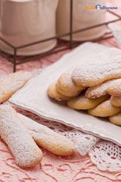 I #SAVOIARDI (ladyfingers) sono una preparazione di base per mille altri #dessert, da inzuppare e gustare con creme golose. #ricetta #GialloZafferano #biscotti #italianfood