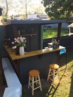 Garden bar comes assembled Outdoor Garden Bar, Garden Bar Shed, Diy Outdoor Bar, Build Outdoor Kitchen, Backyard Bar, Outdoor Kitchen Design, Party Outdoor, Deck Bar, Patio Bar