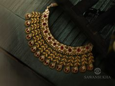 Antique Jewellery Designs, Gold Earrings Designs, Gold Jewellery Design, Necklace Designs, Diamond Jewellery, Real Gold Jewelry, Indian Jewelry Sets, Bridal Collection, Wedding Hair