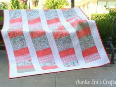 The Weekend Coin Quilt Pattern is a fun and inventive way to try out a traditional Chinese coin quilt pattern. Lap Quilts, Small Quilts, Mini Quilts, Quilt Blocks, Quilting Projects, Quilting Designs, Quilting Ideas, Bed Quilt Patterns, Homemade Quilts