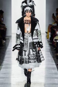 Jeremy Scott Fall 2019 Ready-to-Wear Fashion Show - Vogue Pop Art Fashion, White Fashion, Fashion Week, New York Fashion, Fashion Show, Women's Fashion, Runway Fashion, Jeremy Scott, Scott Kelly