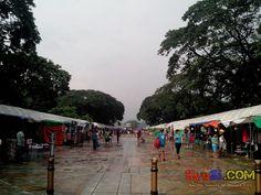 QC Memorial Circle Tiangge Bazaar Commonwealth Ave side Photo 1