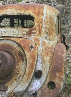 Citroen Traction Avant rust in vrede Vintage Trucks, Old Trucks, Rust Never Sleeps, Citroen Traction, Pompe A Essence, Traction Avant, Rust In Peace, Abandoned Cars, Abandoned Vehicles