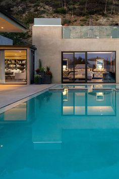 Beautfiful Pool Scene