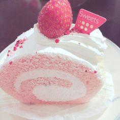 Cele mai populare etichete pentru această imagine includ: pink, roll, おいしい, sweets şi cake