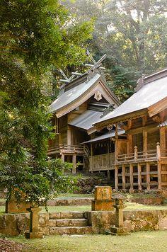 多鳩神社 An Old Shrine