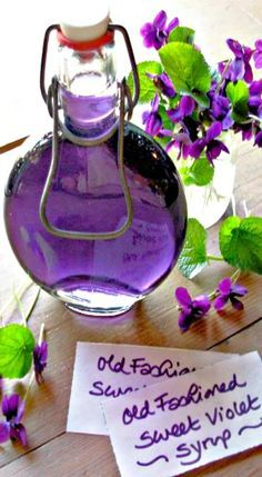 Old Fashioned Sweet Violet Syrup for Easter & Mothering Sunday Cakes & Bakes - Lavender and Lovage Recipe; Old Fashioned Sweet Violet Syrup - Nice hostess gift! Great in icings, frosting's, tea & drinks. Sauce Dips, Salsa Dulce, Mothering Sunday, Sweet Violets, Flower Food, Wild Edibles, Edible Flowers, Rose Flowers, Canning Recipes