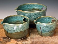 Great bowls - I have something similar, it has a spout but no handle in the back. Its by far my favorite mixing bowl.