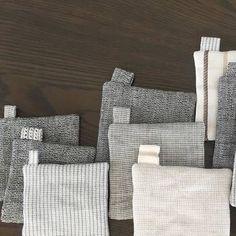 縫い終わりの時にタグをつけると、雰囲気が変わり、持ちやすくもなります。フックに引っ掛けて収納したい時にもおすすめ。