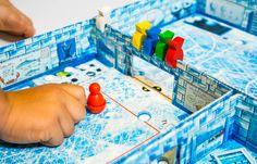 Elindult a nyaraló szezon, mi is belevetettük magunkat a sűrűjébe, felapkolva egy nagy kupac társasjátékkal. A lista elején természetesen az idén Kinderspiel des Jahres -díjat nyert Ice Cool volt. #icecool #tarsasjatek #gyerek #boardgame #kinderspieldesjahres