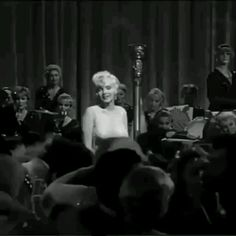 Marilyn Monroe - Expolore the best and the special ideas about Marilyn monroe Marilyn Monroe Kunst, Marilyn Monroe Artwork, Marilyn Monroe Movies, Marilyn Monroe No Makeup, Marilyn Monroe Playboy, Divas, Classic Hollywood, Old Hollywood, Foto Gif