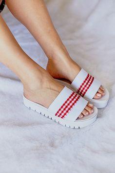1cdb9f6bc7 Sandália Slide Flatform Vichy Vermelha Listras Brancas - Urban Flowers   Roupas e Sapatos Veganos