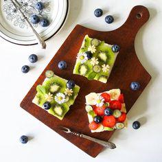 Fruit open sandwiches Ich habe Fruit Open Sandwiches gegessen. かなり前に作ったオープンサンドの写真を発見。 いちご🍓がそろそろ出回らなくなるので、買ってこよう! #makiサンド #オープンサンド#オープンサンド研究部 #フルーツオープンサンド#サンドイッチ#朝時間#コッタ#エルグルメ#今週もいただきます#クッキングラム#キナリノ#デリスタグラマー# おうちカフェ#うちカフェ#手作りおやつ#tv_stilllife#f52grams#feedfeed#foodpic#hautecuisines#buzzfeast#sweetcuisines #beautifulcuisines#instafood #breakfast#sandwiches#toastsforall #toast