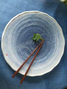 접시로 쓰기엔 아까운 작품 푸르른 색상이 몽환적인 접시 이런 건 전시해놓고 감상하는거야~
