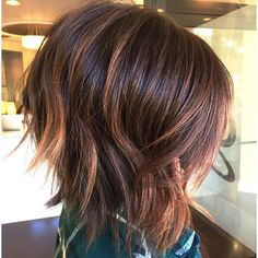 Jagged Layers and Copper Streaks - 70 Fabulous Choppy Bob Hairstyles – Best Textured Bob Ideas - The Trending Hairstyle - Page 16 Textured Bob Hairstyles, Choppy Bob Hairstyles, Easy Hairstyles For Medium Hair, Medium Hair Styles, Curly Hair Styles, Hair Medium, Layered Haircuts, Medium Curly, Hair 2018