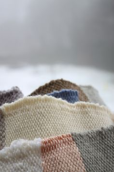 Læn www.laen.be Weaving, Wool, Fabric, Handmade, Accessories, Fashion, Hand Made, Fabrics, Home