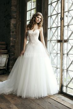 Empire Princess Sweetheart Button Back Court Train Tulle Wedding Dress