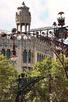Casa Lleó Morera, construida sobre la antigua Casa Rocamora de 1864 por Domènech i Montaner. http://www.viajarabarcelona.org/lugares-para-visitar-en-barcelona/casa-lleo-morera/ #Barcelona #Modernismo