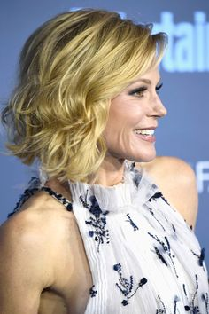 Julie Bowen Curled Out Bob - Julie Bowen looked adorable with her curled-out bob at the Critics' Choice Awards.