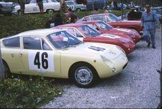 Im Vordergrund sehen Sie den Simca Abarth 1300 von Mauro Bianchi, dahinter zwei Fiat Abarth 1000 Bialbero und ganz hinten das Fiat Abarth 2300 S Coupe, mit dem Eberhard Mahle seine Klasse gewann.