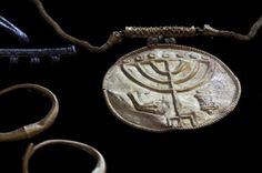 A gold medallion found during archaeological excavations in the old city of Jerusalem on Sep 9, 2013 near the southern wall of the Al-Aqsa mosque compound, known to Jews as Temple Mount and venerated as the site of the Jewish temples of kings Solomon and Herod, 7th Cent. BC