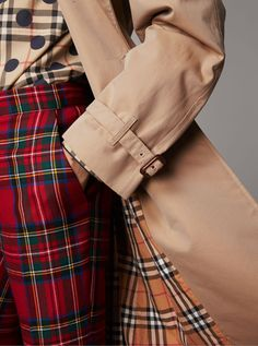 A pair of classic straight-fit trousers characterised in tartan. Mid-rise in style, they are finished with pressed creases. Team with prints to play with pattern.
