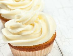 If heaven had a flavor, this would be it! This is an easy frosting recipe that is punch-you-in-the-face good! Add it to the top of your favorite cookies and cupcakes, or whip up a batch and dive in… Icing Recipe, Frosting Recipes, Cupcake Recipes, Dessert Recipes, Frosting Für Cupcakes, Buttercream Frosting, Cupcake Cakes, Vanilla Cupcakes, Easy Cream Cheese Frosting