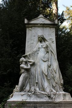 Tomb of Family Hanau    		Hauptfriedhof Frankfurt a/M, Germany