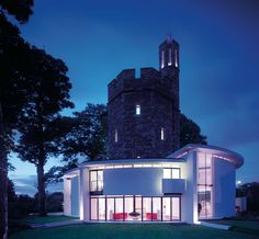 Excellent juxtaposition of architectural elements