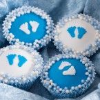 Birth cupcakes are the perfect treat when a baby is born. These cute baby boy cupcakes are decorated with blue or white circles of FunCakes fondant. Baby Shower Cupcakes For Boy, Baby Cupcake, Cupcakes For Boys, Baby Shower Cakes, Baby Boy Shower, Cupcake Cakes, White Cupcakes, Cup Cakes, Birth Cakes
