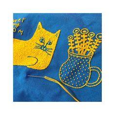 "71 Me gusta, 1 comentarios - penitto(ペニット) (@asaiyoshie) en Instagram: "". . 猫と花 ペンケースになる予定 (オーダーの) . この水色の帆布生地はすごくカタイ! 糊の具合?なのか、染料の関係なのか、 同じシリーズの11号帆布でも、布によって…"""
