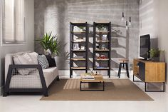 Sala de estar no estilo industrial! Estantes, sofá, mesa de centro, rack e banqueta super modernos e sóbrios.