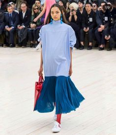 All the Looks from the Celine Spring Summer 2017 Show Fashion 2017, Latest Fashion Trends, Fashion Show, Paris Fashion, Fashion Tips, Celine, Best White Sneakers, Blue Tights, Fashion Essentials