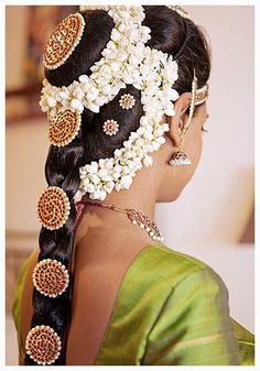 Indian wedding hairstyles for long hair videos best of wedding ideas inspiration floral hair indian bridal Wedding Reception Hairstyles, South Indian Wedding Hairstyles, Indian Hairstyles, Bride Hairstyles, Indian Makeup And Beauty Blog, Holi, Indiana, Long Hair Video, Cool Braids