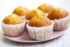 Muffiny - przepis na muffinki, które są pyszne, puszyste i wilgotne w środku | szczesliva Cupcake, Food And Drink, Healthy Recipes, Healthy Food, Baking, Breakfast, Simple, Easy, Vanilla Sugar